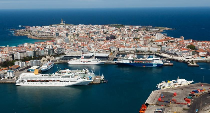 Stopover of six cruise liners in port